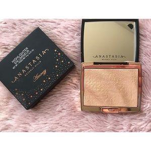 Anastasia of Beverly Hills Amrezy Highlight